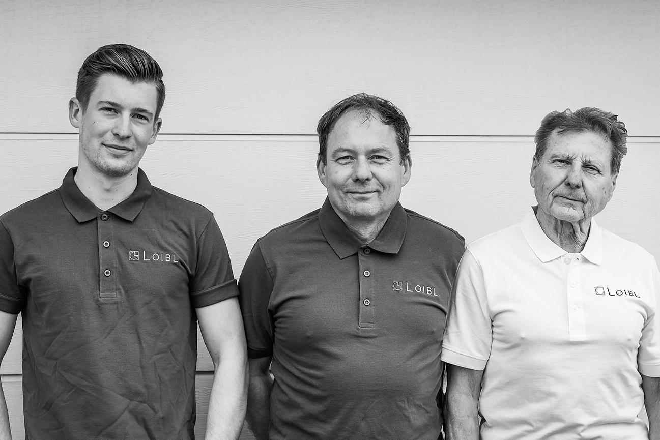 Günter, Martin und Luca Loibl, Gründer Geschäftsführer des Malermeisterbetriebs Loibl, schwarz-weiß Bild